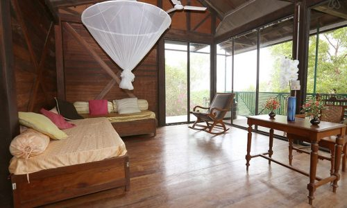 Wooden Chalet - Tanto Far Beach Retreat